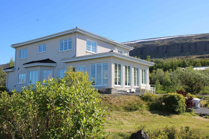 VILLA MAFINI.  Amazing panorama over Akureyri