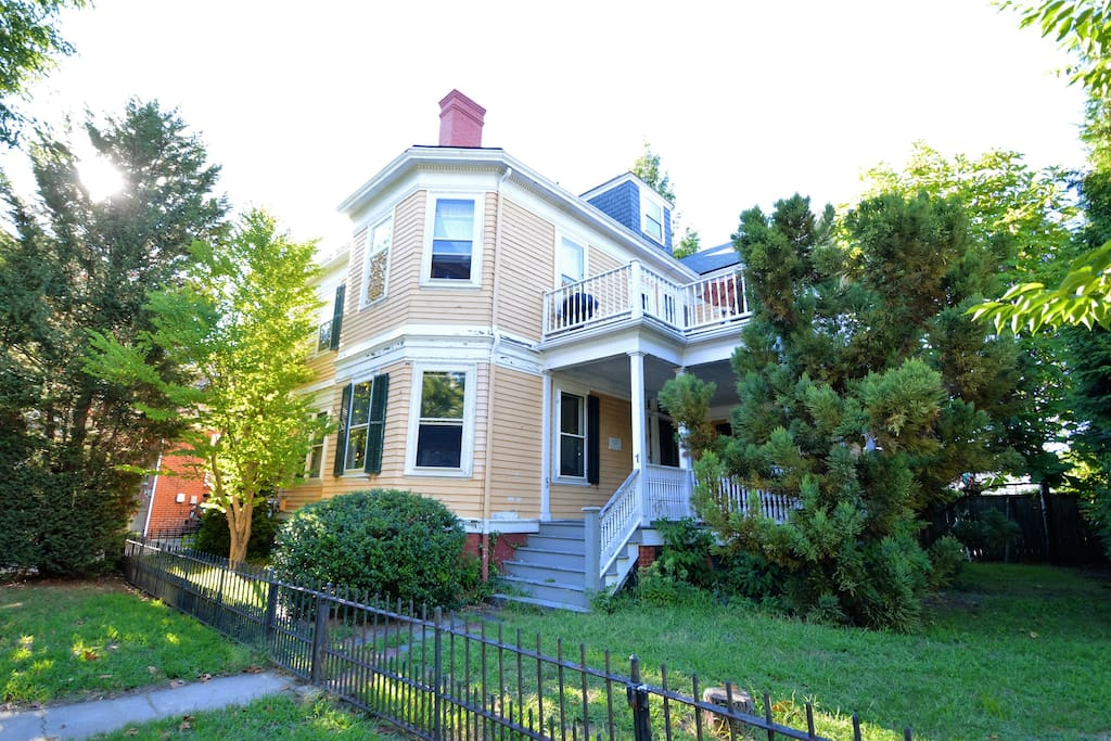 Private 3rd floor suite in the hip armory n 39 hood houses for Rhode island bath house