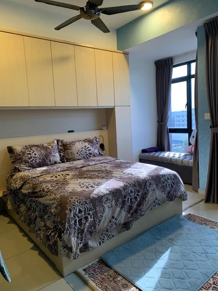 FULLY FURNISHED AIR COND SOHO