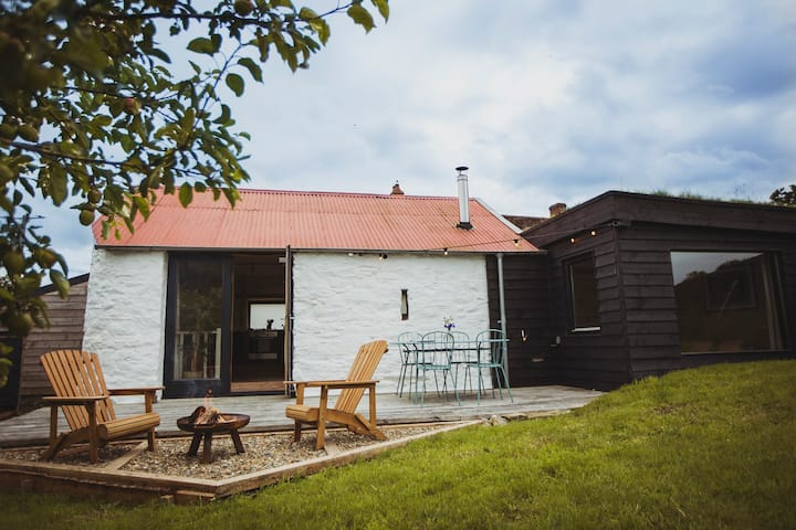 The Dairy Shed, converted barn & cosy cabin