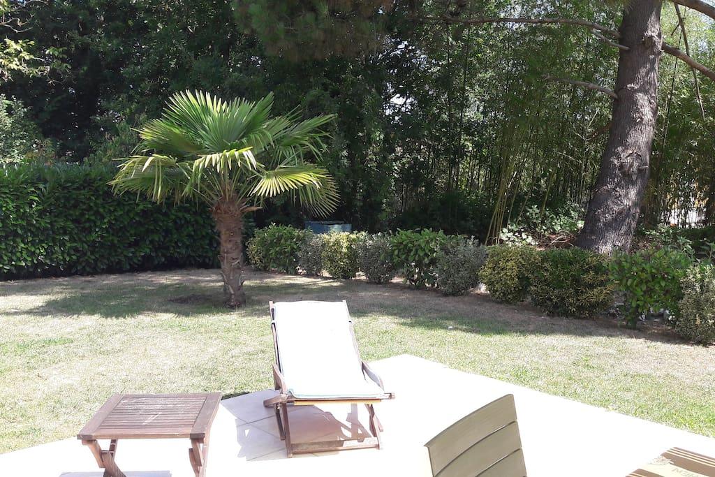 Maison entre oc an lac et bordeaux townhouses for rent for Entretien jardin saint medard en jalles