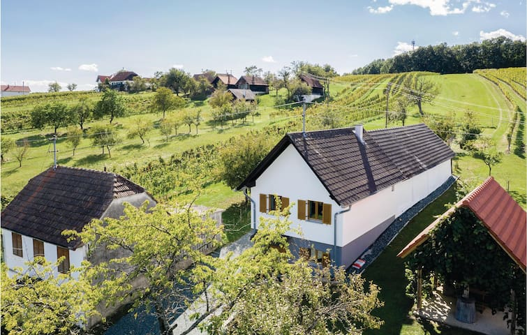Holiday cottage with 2 bedrooms on 58m² in Eberau