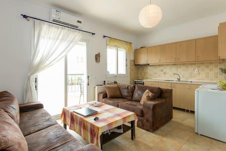 Private room in apartment, Kalithea - Καλλιθέα