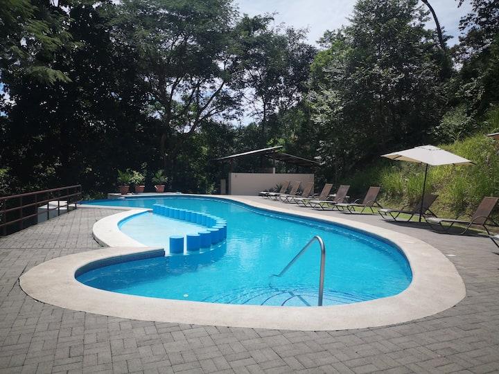 Casa Playa Herradura en condominio privado.