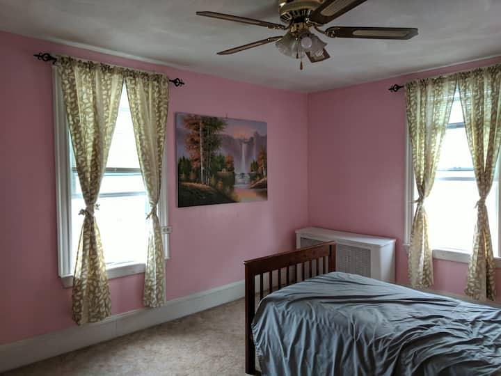 Room P in house, 15 Min Walk Malden Center Orange