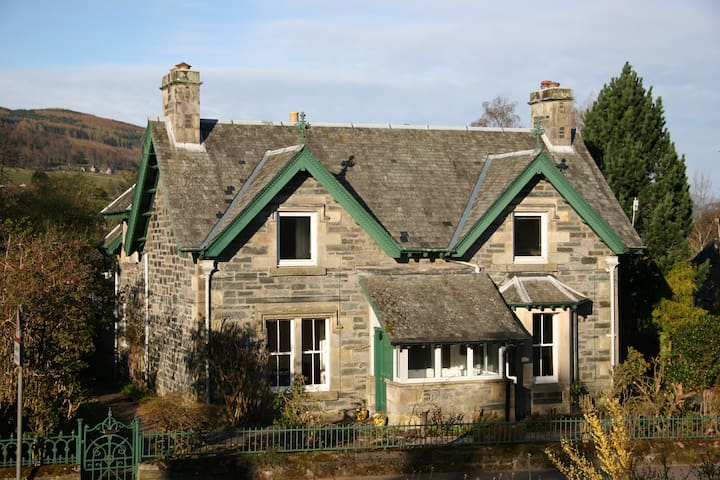 Beautiful quiet Victorian cottage, with garden - Aberfeldy