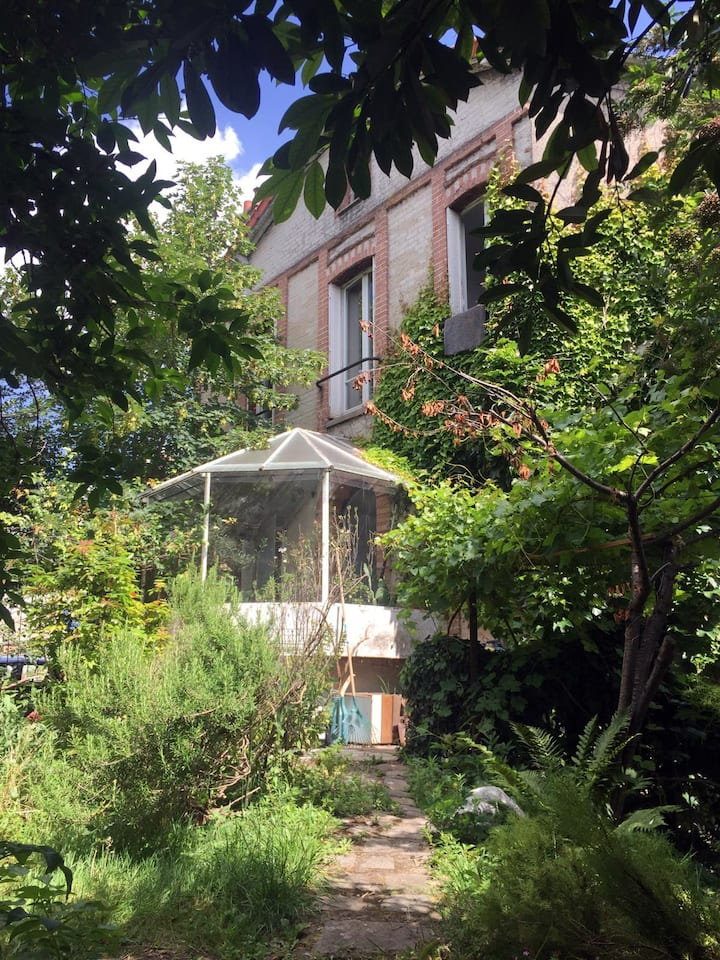 House with big garden 15min from Paris city center