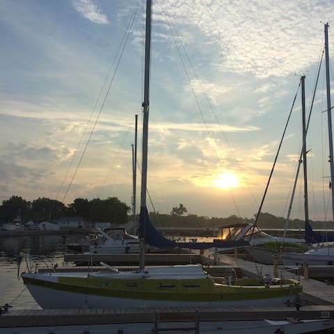Stay on a Sailboat at Cobourg Beach - Cobourg - Barca