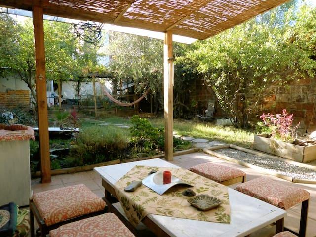 Habitación con baño privado en casona de Ñuñoa - Ñuñoa - Maison