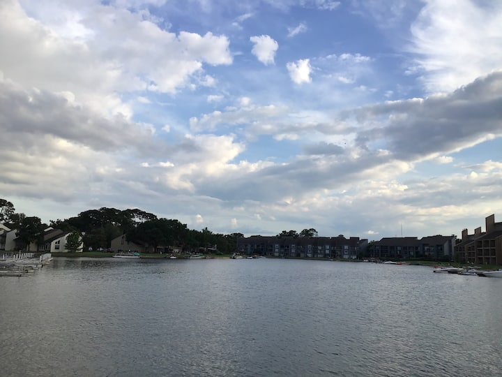 Beautiful & Modern Lake Conroe / Walden Condo