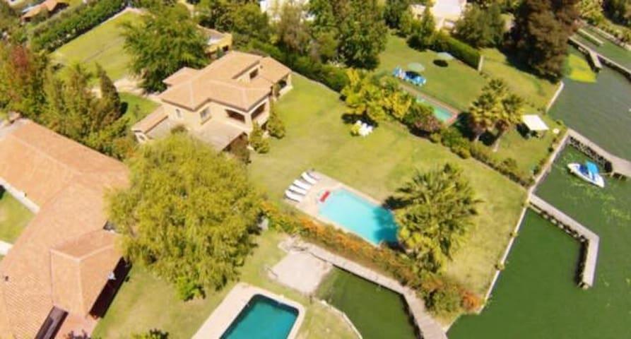 Amplia casa en Lago Rapel, sector El Divisadero