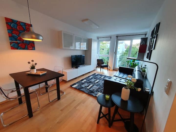 Moderne, stylische, zentrale Wohnung mit Balkon