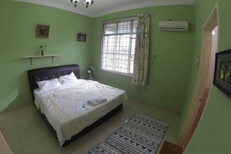 HOT! Cozy room near train station with fast wifi - Ampang - Casa