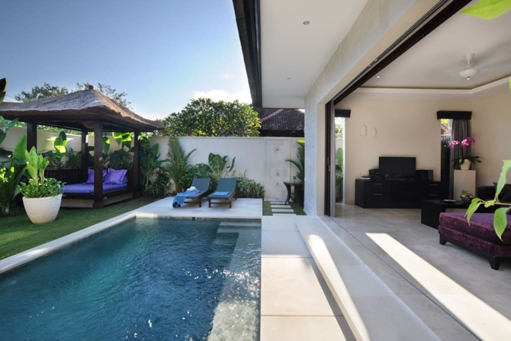 Gorgeous sparking pool and bale