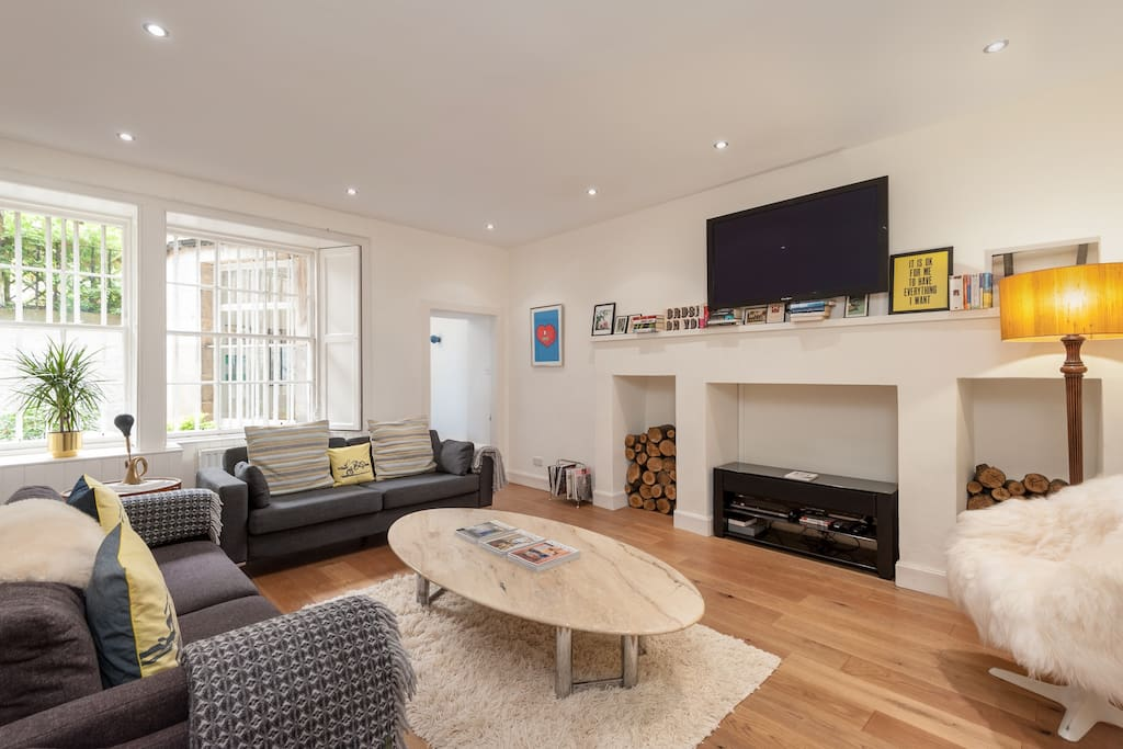 Comfortable Sitting Room with TV and Audio Sound Unit