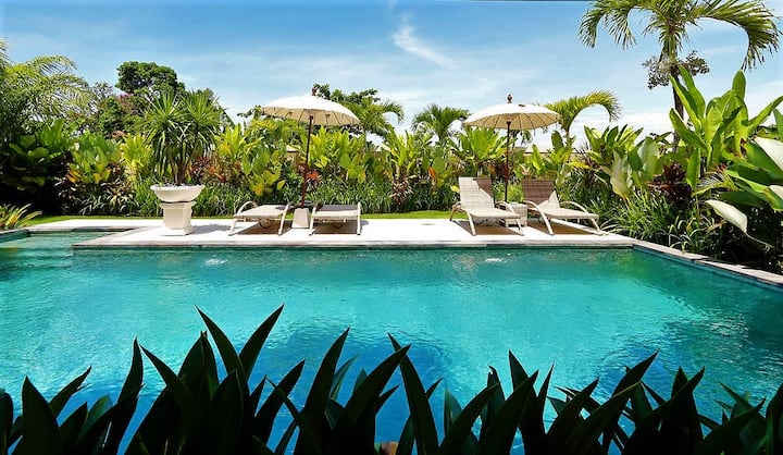 Seminyak- Your Bali Haven Stay walk to beach