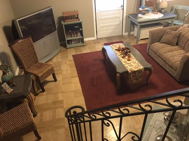 King Bed - amenities riverfront/C'burg near 280