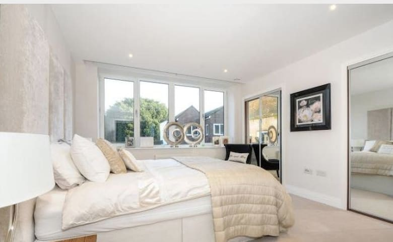 Staines Town Centre! Waterloo 30min - Staines-upon-Thames - Apartment