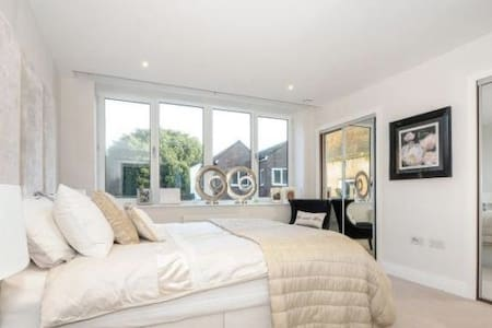 Staines Town Centre! Waterloo 30min - Staines-upon-Thames - Appartement