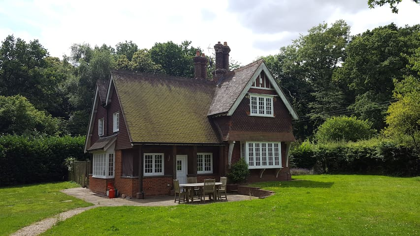 Beautiful and idyllically quiet country house - Bramley - Hus