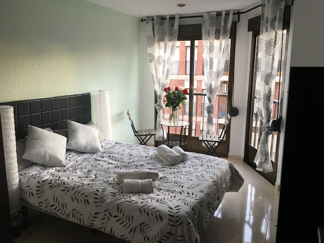 Cosy double room with nice view to Madrid Square