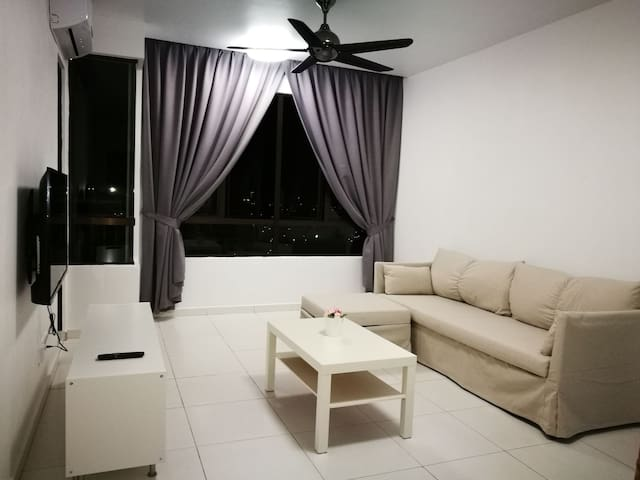 Sky Living Homestay @ The Heights Residence
