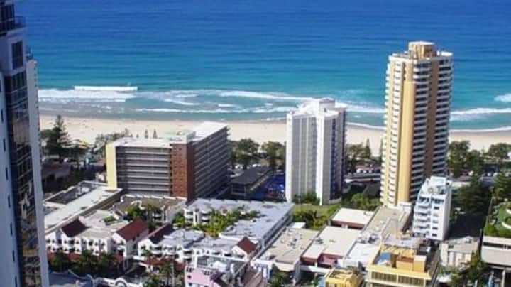 CIRCLE ON CAVILL OCEAN VIEWS SURFERS PARADISE