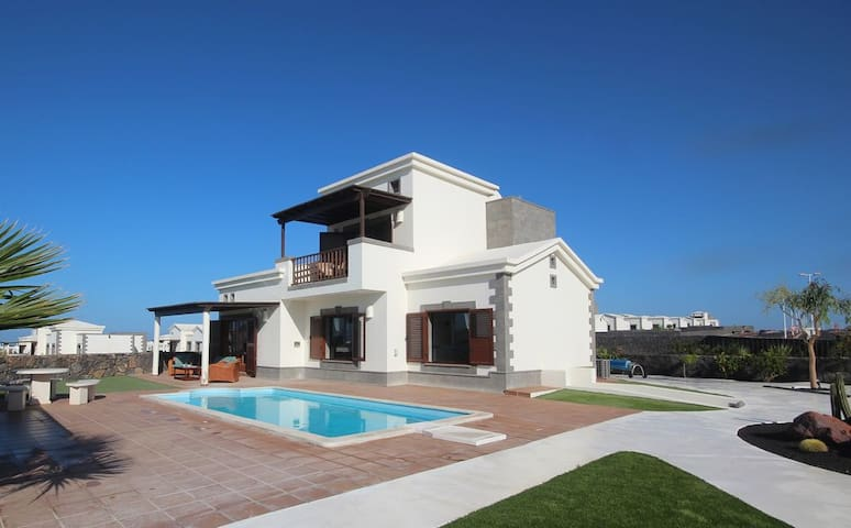 Fabulous 3 Floor Villa With Sea Views