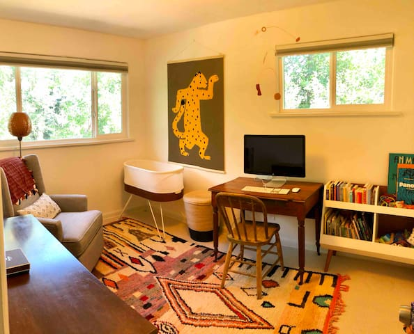 Office/kids room with aerobed