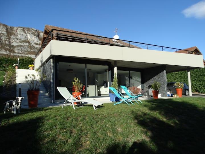 Appartement entre lac d'Annecy et montagnes.