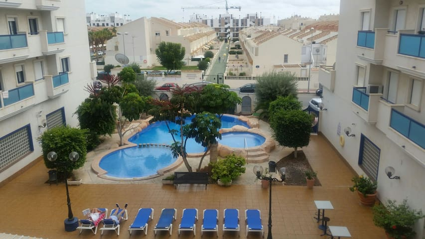 2 bed appartment all mod cons view is from balcony - Alicante  - Apartamento
