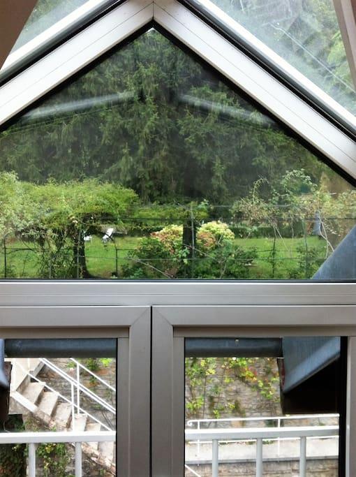 vue coté fenêtre sur jardin coté nord ouest