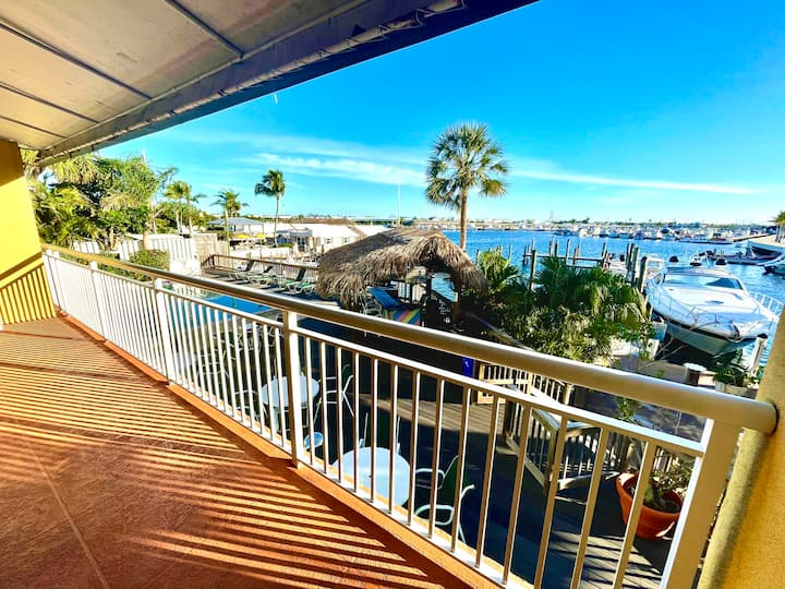 Downtown Waterfront 2/2 Dock & Pool Pet-Friendly