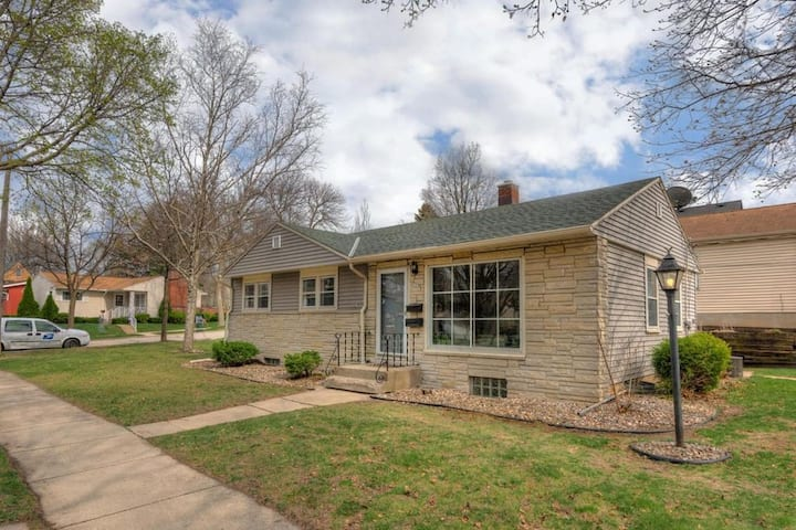 Charming 2 bedroom Ranch 10min from DT Milwaukee!