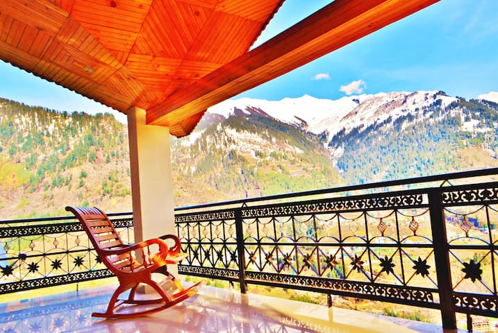 Pause@Manali Superior Room - Safe, sunny with view
