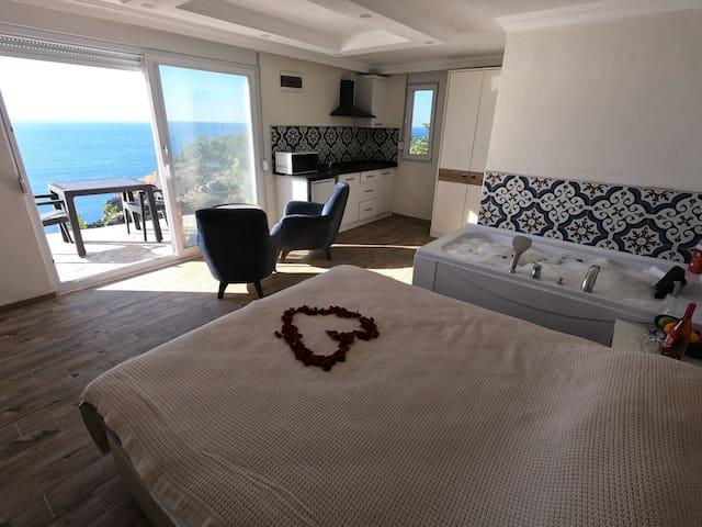 ROMANTİC ROOM SEA VİEW+JACUZİ