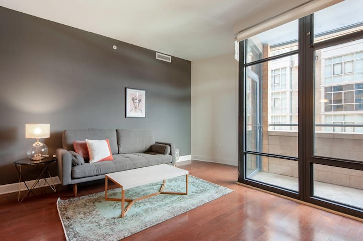 Sleek Mt. Vernon 1BR w/ Gym, W/D, 2 Pools, roomy rooftop, by Blueground