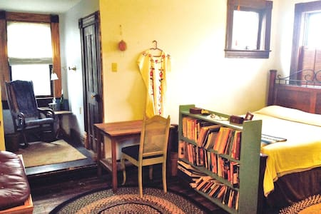 Private Room in Historic Cottage - ウェーコ