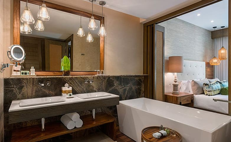 One BR Deluxe Club Level Luxury Resort