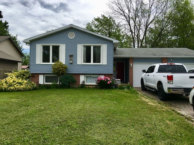 Lovely Vacation Home in Fort Erie Sleeps 8+