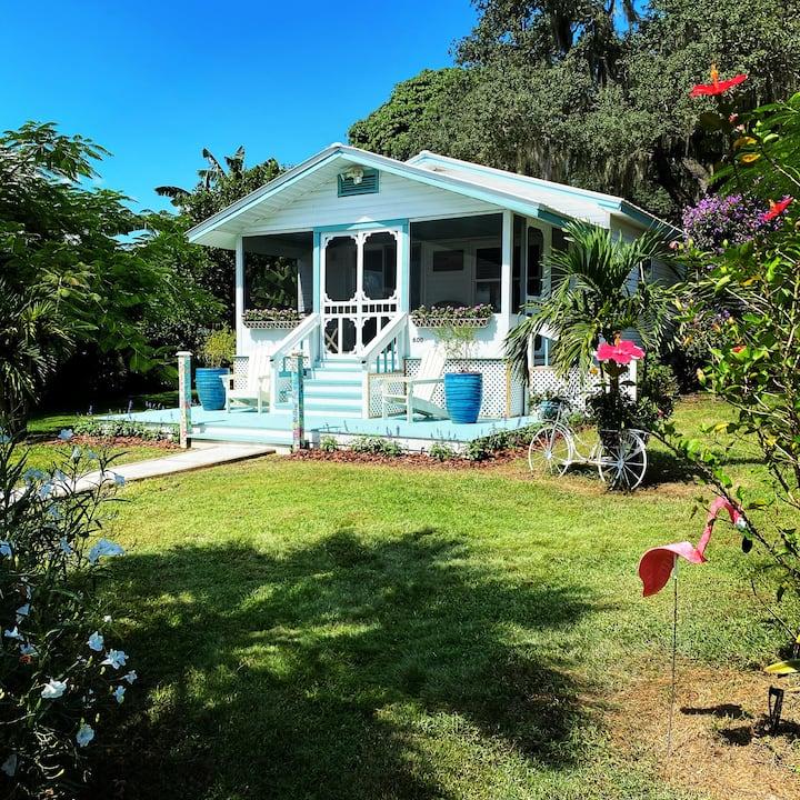 Charming Lake View 1935 Florida Cottage