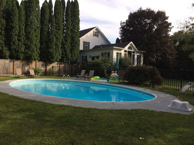 Gorgeous Hurley Home with Pool