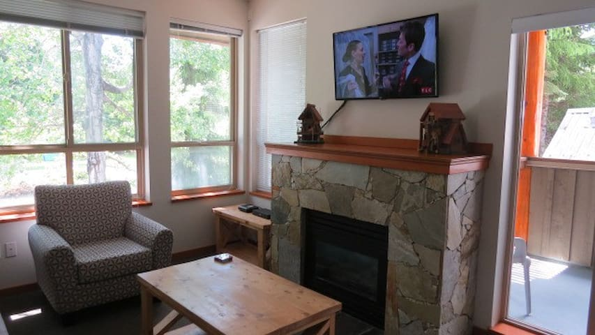 One Bed Condo in Whistler Village w/ free parking