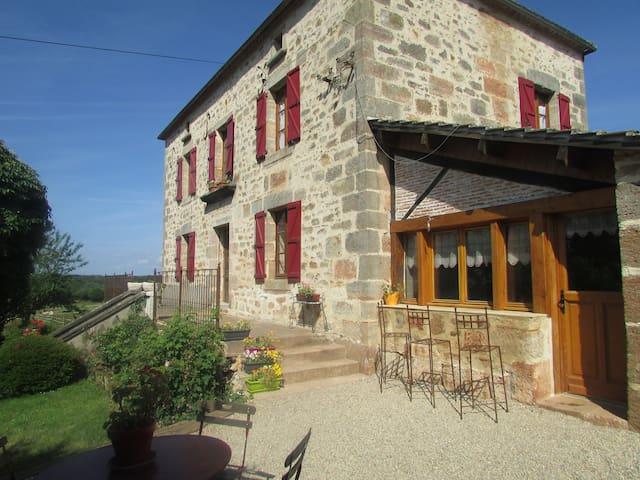 Maisons d'hôtes de Gondou - Ecuries de St Maurice - Saint-Maurice-en-Quercy