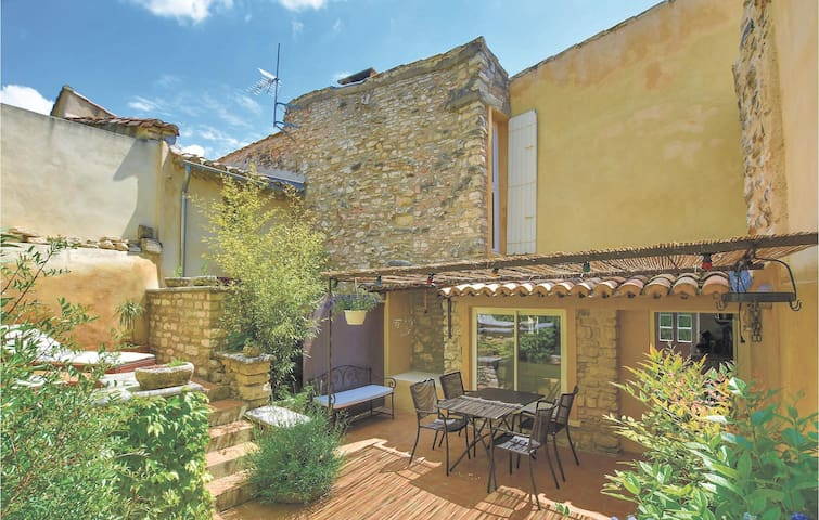 Terraced house with 2 bedrooms on 105m² in Le Barroux