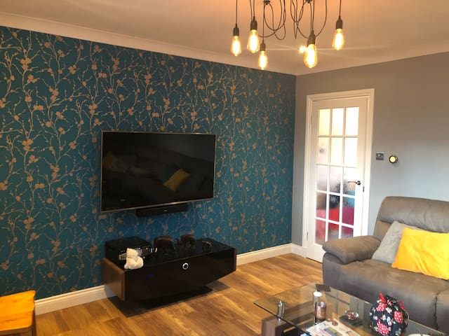 Beautiful room near Murrayfield, Airport & City