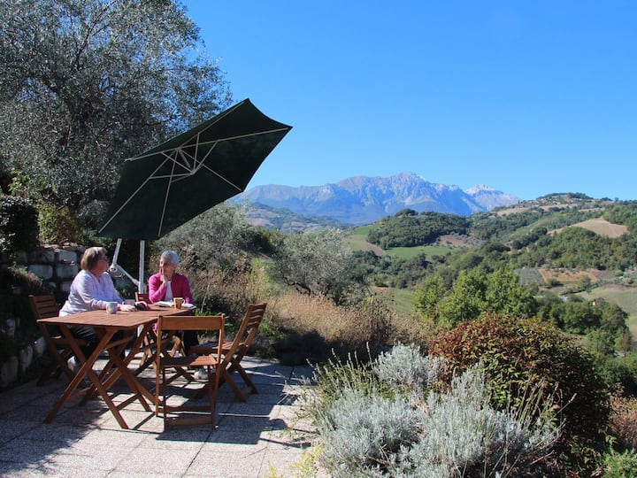 Charming Villa with Stunning Views of Gran Sasso