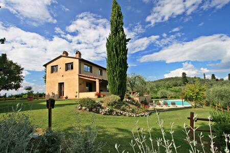 Dolcevita stunning views over the Chianti hills - Certaldo