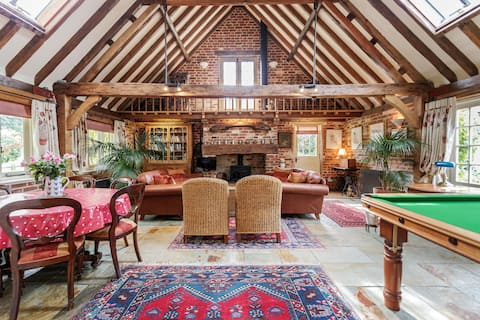 Converted Barn House Close to Surrey Hills