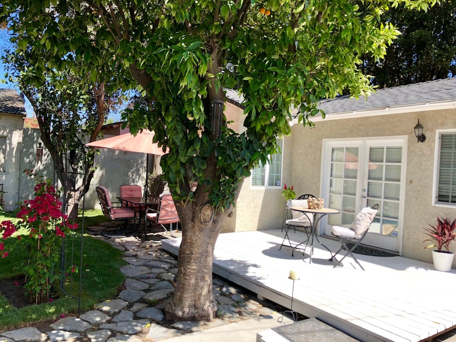 Your own private guesthouse in a 7000 square foot backyard. An orange tree and patio table, fire pit and hammock for you to enjoy.